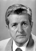 1961 Héctor Cifuentes Aguirre (6 de junio de 1926 - ) Fundador del noticiero Tribuna Deportiva, transmitido en Radio Nuevo Mundo
