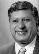 1993 Raúl Meoño Rodríguez (19 de julio de 1948 - ) )