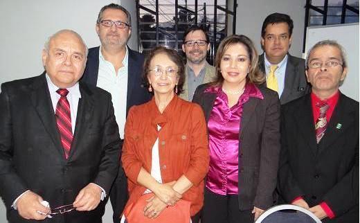 En orden, de izquierda a derecha, atrás: Pedro Trujillo, Giovanni  Fratti y Luis Gómez.  Adelante: Alberto de Aragón, Gladys Figueroa, Elsie Sierra Belchez y César Chupina (Foto,  titularesguatemala.com)