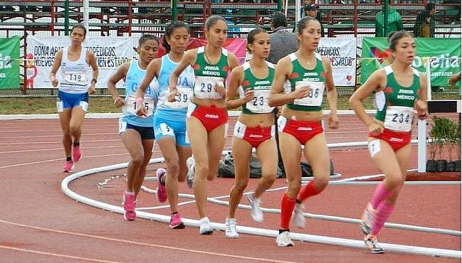 En 10,000 metros planos la medalla de oro fue ganada por  Katia García (231), México,  tercera de derecha a izquierda, con 35:19:92; plata, Daniela Alonso (206), segunda en el mismo orden, 36:05:94 y bronce, Élida Hernández de Xuyá (139) Guatemala, quinta,  con 37:44:35 (Foto, sitio oficial)