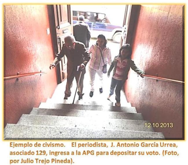 Periodista, J. Antonio García Urrea ingesando en la APG 10 de dic. 2013.