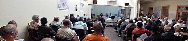 Asambleistas en la reunión, hoy 31/05/2014, en la sede deI IPSP (Panorámica, por jtp),