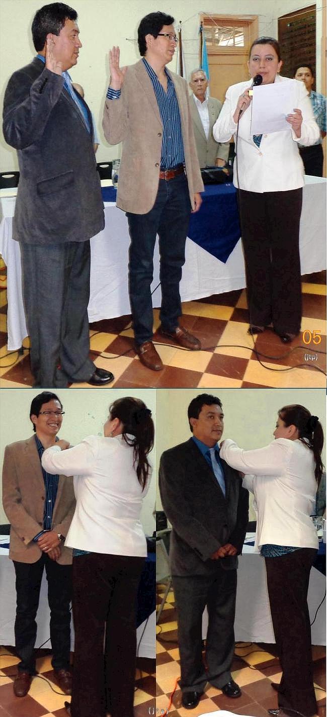 Lucía Dubón, presidenta del Consejo Directivo, solicita el juramento de ingreso al IPSP, a Mynor Arita Letona (centro) y Jorge Mario García y coloca el botón distintivo del Instituto de Previsión Social del Periodista (Fotos, por jtp - 31/05/2014).