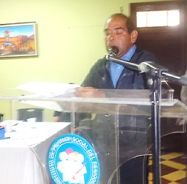 Francisco Hurtarte, secretario del Consejo Directivo, leyó el acta de la Asamblea de enero que fue aprobada (Foto, por jtp).