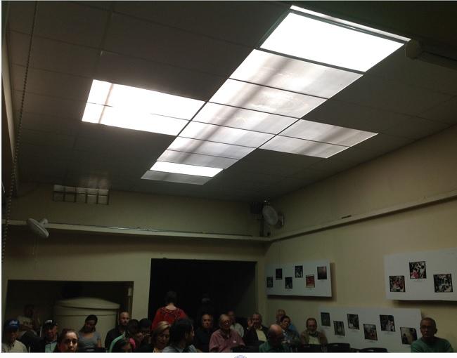 Luz que se cerne en el área donde se desarrolla la Asamblea (Foto, por jtp)