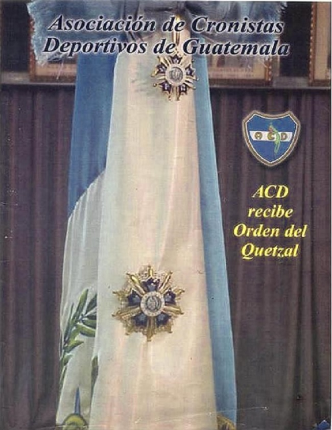 ACD PABELLÓN CON LA ORDEN DEL QUETZAL 29-11-2002 EDIFICIO ACD